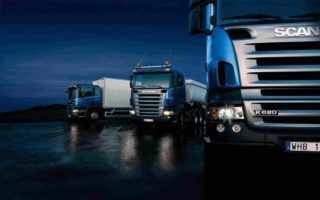 https://roblesaa.mx/wp-content/uploads/2015/09/Three-trucks-on-blue-background-320x200.jpg